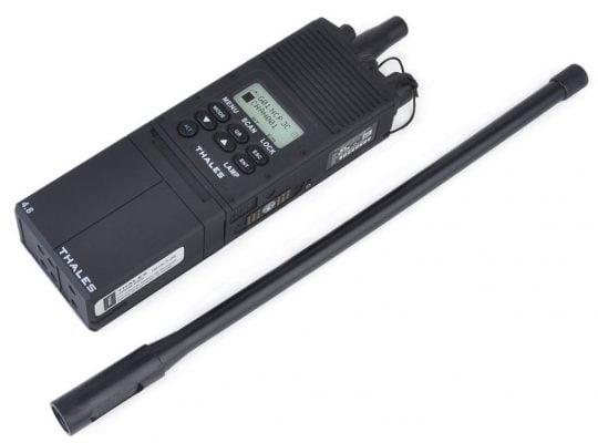 ベストのカスタムアイテムは無線機