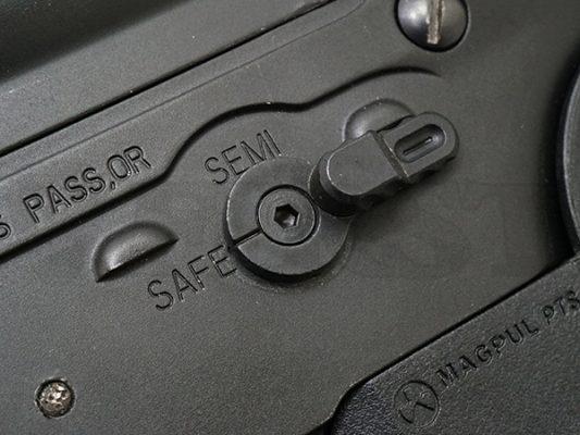 ゲーム中以外はエアガンの安全装置はオンにしましょう。